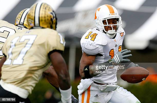 Eric Berry of the Tennessee Volunteers rushes upfield against the Vanderbilt Commodores during the game at Vanderbilt Stadium on November 22, 2008 in...