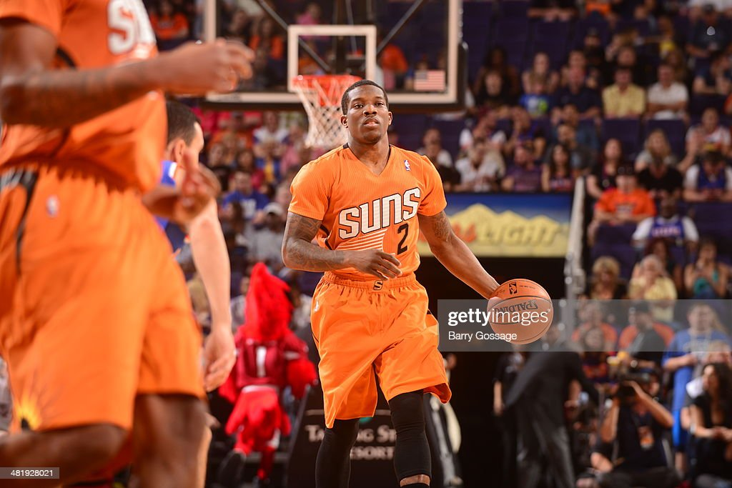 Eric Bledsoe #2 of the Phoenix Suns controls the ball against the New York Knicks on March 28, 2014 at U.S. Airways Center in Phoenix, Arizona.