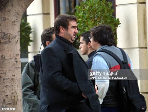 Eric Cantona l'exfootballeur professionnel français interprète le 16 octobre 2002 à Marseille le rôle d'un commissaire de police obèse lors du...