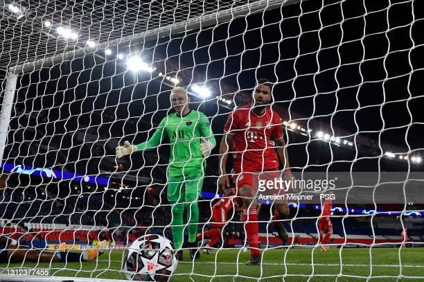 Eric Choupo Moting Jerome Boateng of FC Bayern Munich scores during the UEFA Champions League Quarter Final Second Leg match between Paris...