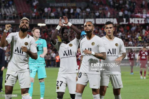 Eric ChoupoMotingIdrissa Gueye Layvin Kurzawa and Leandro Paredes celebrate the victory with fans after the Ligue 1 match between FC Metz and Paris...