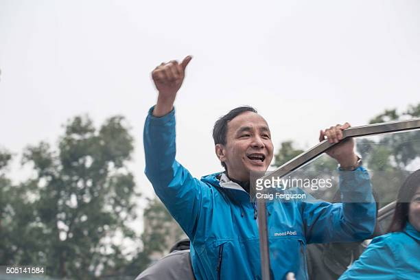 Eric Chu, presidential candidate of the incumbent KMT party campaigns for votes the day before presidential elections. All polls show him trailing...