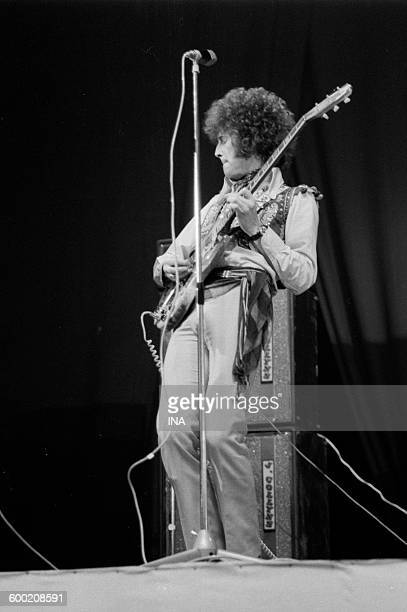 Eric Clapton guitarist of the group Cream on the scene of the Sports stadium for the Festival of pop music of 1967
