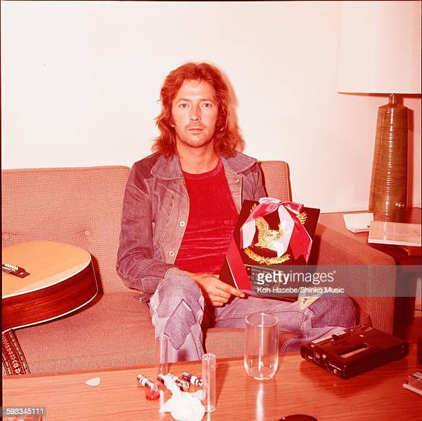 Eric Clapton holding shield for ML popularity vote Tokyo November 1975