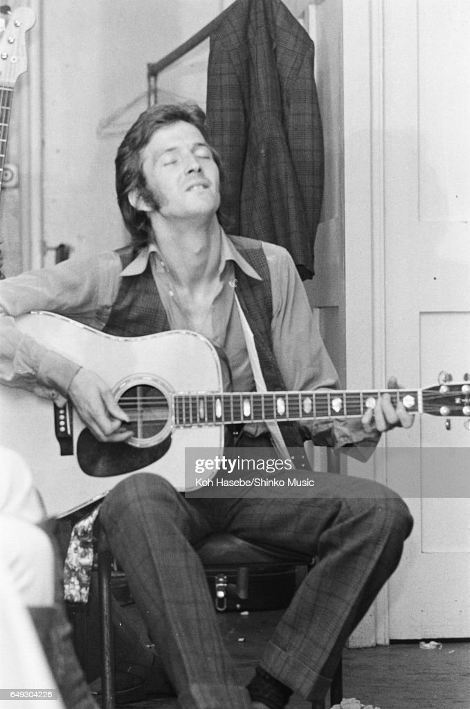 Eric Clapton Playing Accoustic Guitar In The Dressing Room Of Lyceum Ballroom : News Photo