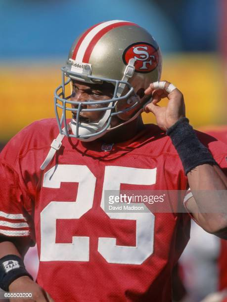 Eric Davis of the San Francisco 49ers plays in a National Football League game against the New England Patriots on September 17 1995 at Candlestick...