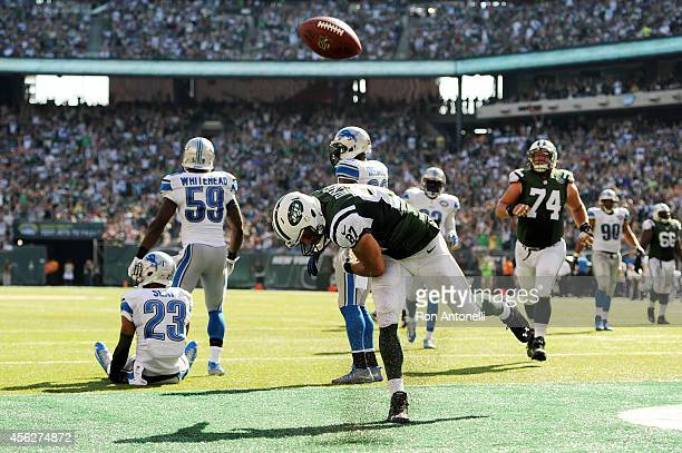 Eric Decker of the New York Jets celebrates his touchdown in the third quarter against the New York Jets at MetLife Stadium on September 28 2014 in...