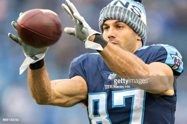 6b4c13a58 Eric Decker of the Tennessee Titans warming up before a game against the  Los Angeles Rams