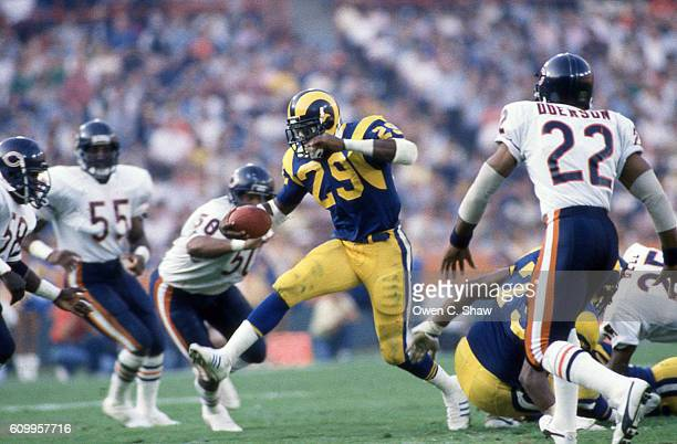Eric Dickerson of the Los Angeles Rams circa 1987 rushes against the Chicago Bears at Anaheim Stadium in Anaheim California