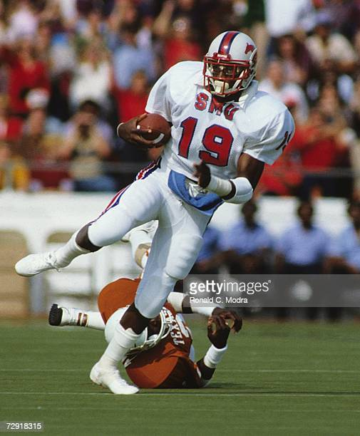 Eric Dickerson of the SMU Mustangs carries the ball during a game against the University of Texas Longhorns on October 23 1982 in Austin Texas The...