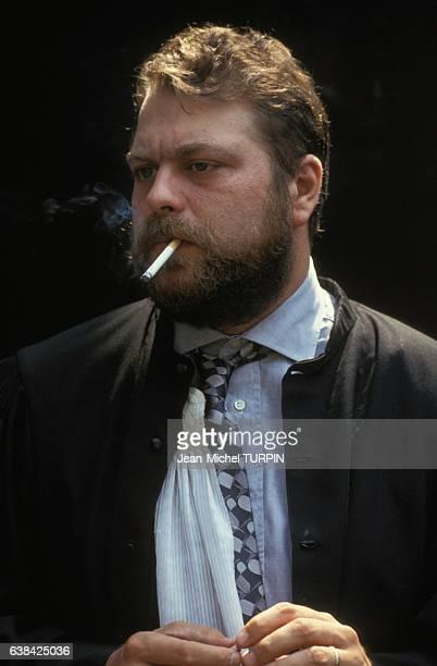 Eric DupontMoretti avocat du footballeur Jacques Glassmann dans l'affaire OM/Valenciennes le 1er juillet 1993 à Valenciennes France