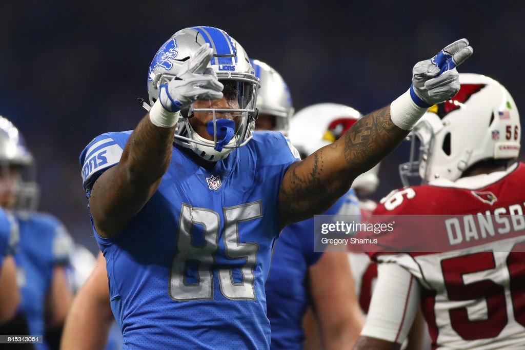 Eric Ebron #85 of the Detroit Lions celebrates a play in the game Arizona Cardinals at Ford Field on September 10, 2017 in Detroit, Michigan.