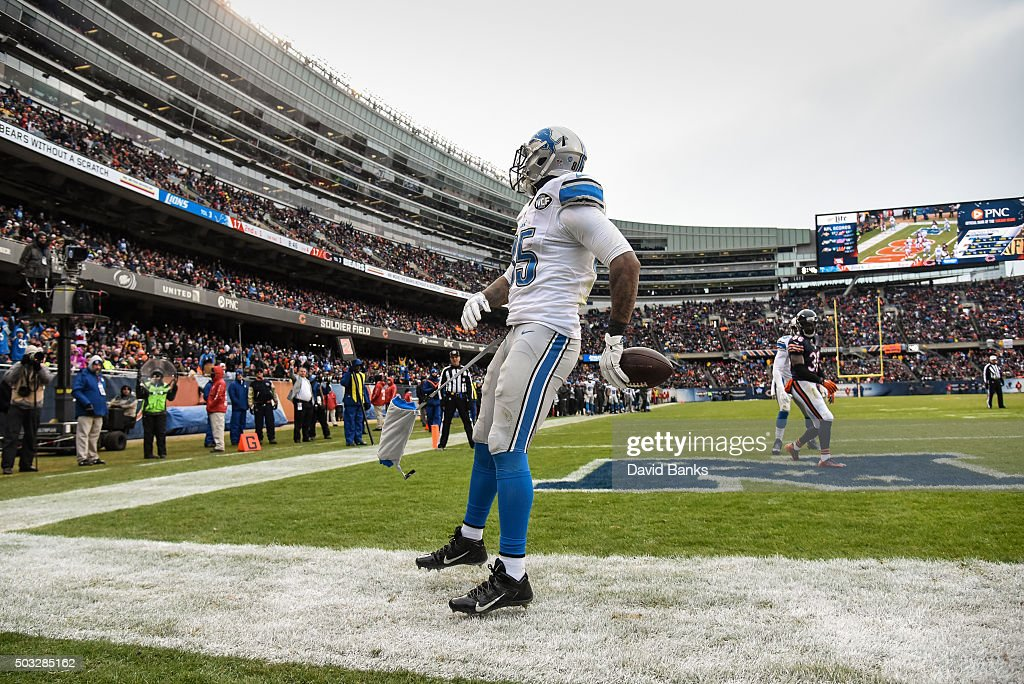 Eric Ebron #85 of the Detroit Lions reacts after making a touchdown against the Chicago Bears in the fourth quarter at Soldier Field on January 3, 2016 in Chicago, Illinois.
