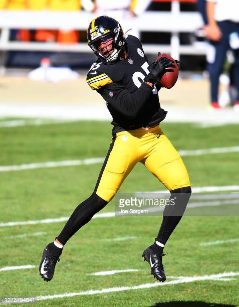 Eric Ebron of the Pittsburgh Steelers in action during the game against the Denver Broncos at Heinz Field on September 20, 2020 in Pittsburgh,...