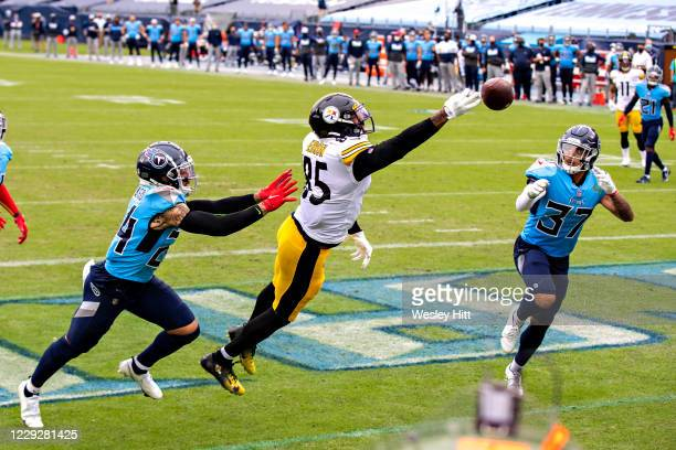 Eric Ebron of the Pittsburgh Steelers just misses a pass in the back of the end zone in the second half of a game against the Tennessee Titans at...