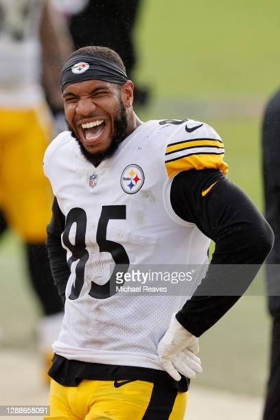 Eric Ebron of the Pittsburgh Steelers reacts against the Jacksonville Jaguars at TIAA Bank Field on November 22, 2020 in Jacksonville, Florida.