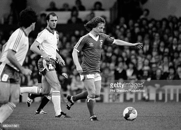 Eric Gates in action for Ipswich Town watched by AZ Alkmaar defender Johnny Metgod during the UEFA Cup Final 1st Leg between Ipswich Town and AZ...