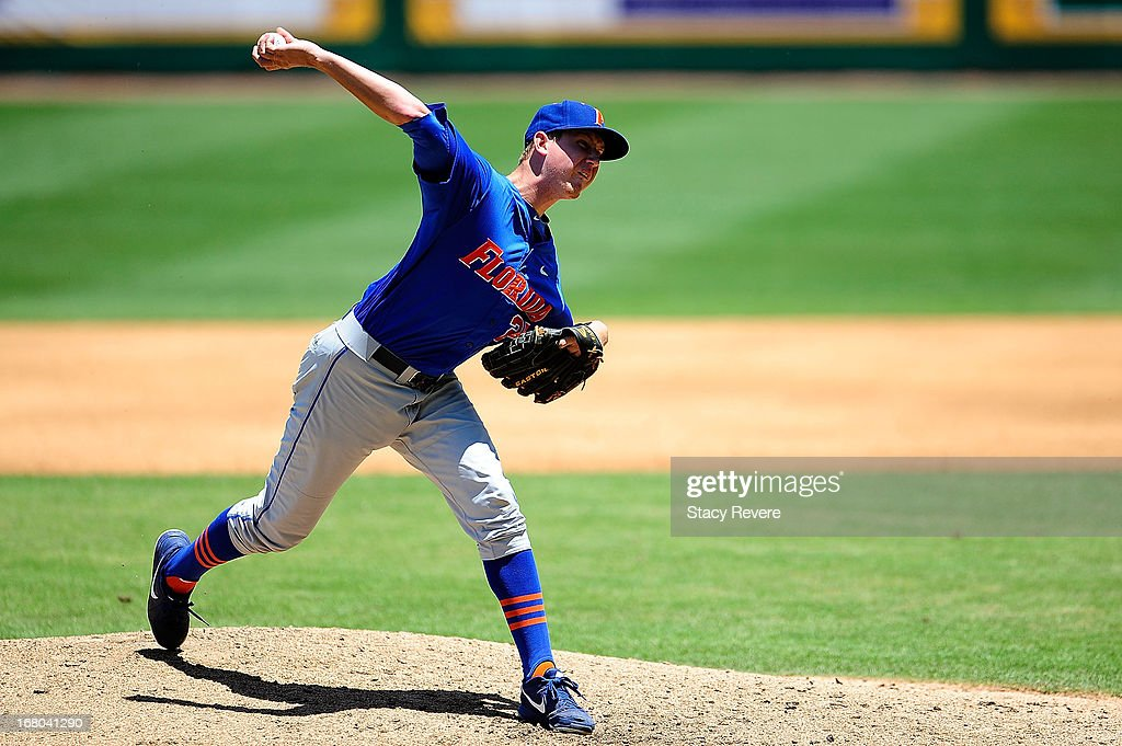 Eric Hanhold #25 of the Florida Gators throws a pitch against the LSU Tigers during a game at Alex Box Stadium on May 4, 2013 in Baton Rouge, Louisiana.