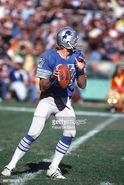Eric Hipple of the Detroit Lions drops back to pass against the Washington Redskins during an NFL football game November 8 1981 at RFK Stadium in...