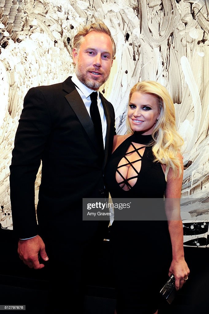 Eric Johnson and Jessica Simpson attend the 'Tom Everhart 'Raw' Exhibition of His Schulz-influenced Paintings For The First Time In Black And White At Mouche Gallery on February 27, 2016 in Beverly Hills, California.
