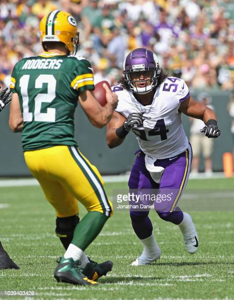 Eric Kendricks of the Minnesota Vikings rushes against Aaron Rodgers of the Green Bay Packers at Lambeau Field on September 16, 2018 in Green Bay,...