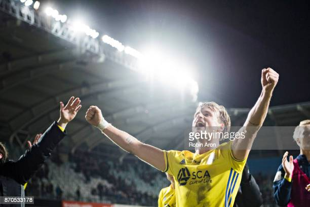 Eric Larsson of GIF Sundsvall celebrates his team's victory in the Allsvenskan match between IFK Goteborg and GIF Sundvall at Gamla Ullevi on...