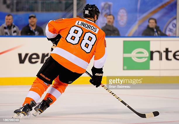 Eric Lindros of the Philadelphia Flyers plays against the New York Rangers during the Alumni game prior to the 2012 Bridgestone NHL Winter Classic at...
