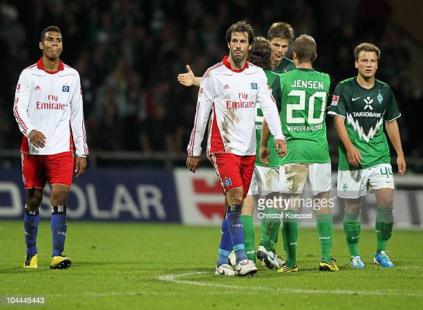 Eric Maxim Choupo-Moting of Hamburg and Ruud van Nistelrooy of Hamburg lookd dejectd after losing 2-3 and the team of Bremen celebrates the vioctory...