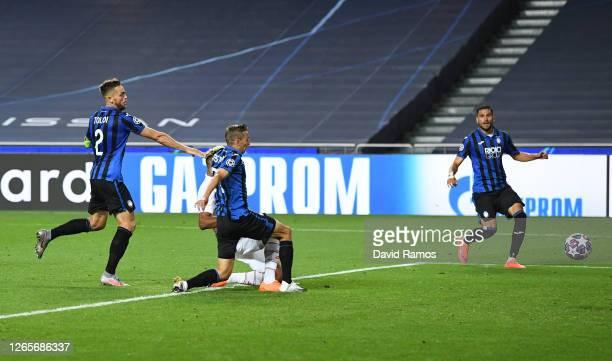 Eric Maxim Choupo-Moting of Paris Saint-Germain scores his team's second goal during the UEFA Champions League Quarter Final match between Atalanta...