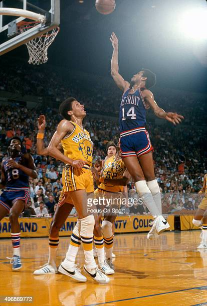Eric Money of the Detroit Pistons shoots over Phil Smith of the Golden State Warriors during an NBA basketball game circa 1975 at the OaklandAlameda...