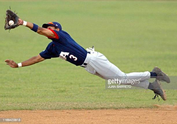 Eric Patterson reaches out to tag Mexico out, 10 August 2003, at the XIV Pan American Games in Santo Domingo, Dominican Republic. AFP PHOTO/Juan...