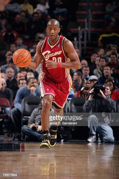 Eric Snow of the Cleveland Cavaliers advances the ball upcourt on the dribble against the Philadelphia 76ers during a game at Wachovia Center on...