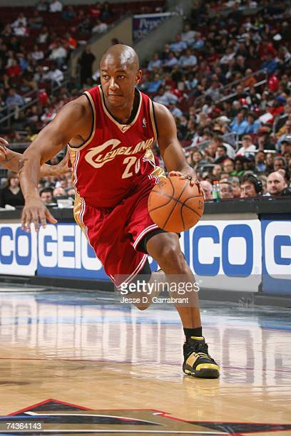 Eric Snow of the Cleveland Cavaliers drives against the Philadelphia 76ers at Wachovia Center on April 17 2007 in Philadelphia Pennsylvania The Cavs...