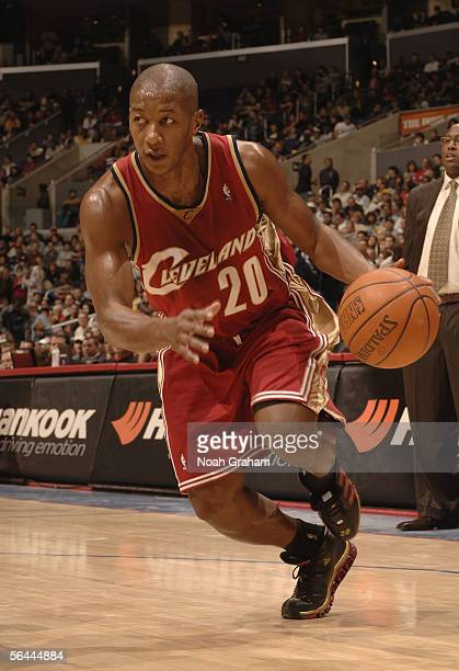 Eric Snow of the Cleveland Cavaliers drives to the hoop with the ball during the game against the Los Angeles Clippers on December 3 2005 at Staples...