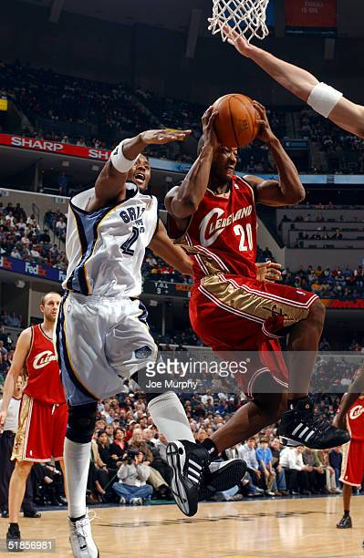 Eric Snow of the Cleveland Cavaliers passes the ball after penetrating the defense of Lorenzen Wright of the Memphis Grizzlies on December 13 2004 at...