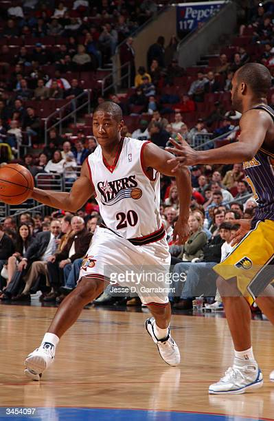 Eric Snow of the Philadelphia 76ers drives to the basket against the Indiana Pacers during the game at Wachovia Center on April 12 2004 in...