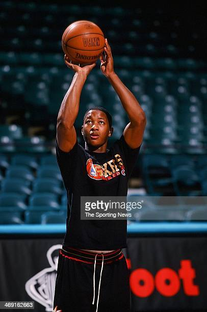 Eric Snow of the Philadelphia 76ers during the game against the Charlotte Hornets on February 5 1999 at Charlotte Coliseum in Charlotte North Carolina