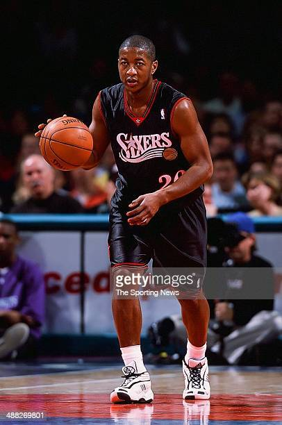 Eric Snow of the Philadelphia 76ers during the game against the Charlotte Hornets on February 24 2001 at Charlotte Coliseum in Charlotte North...