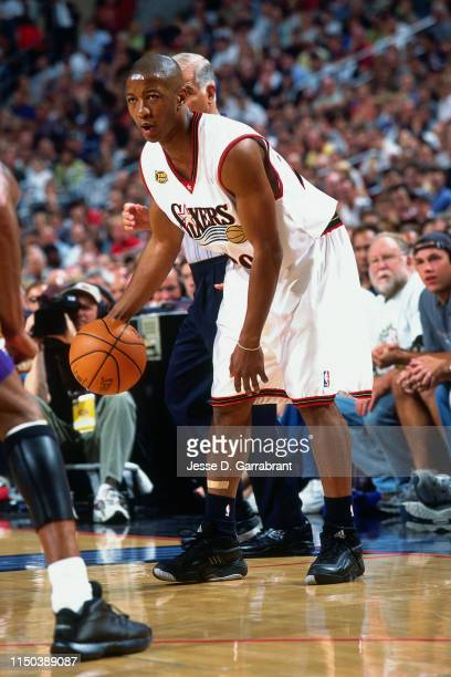 Eric Snow of the Philadelphia 76ers handles the ball against the Los Angeles Lakers in Game Three of the 2001 NBA Finals on June 10 2001 at the First...