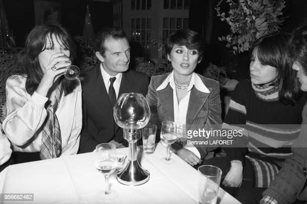 Eric Tabarly et Marie-Hélène Breillat au restaurant Elysée-Matignon le 7 décembre 1976 à Paris, France.