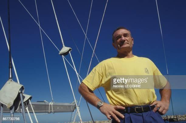 Eric Tabarly sur le voilier La Poste pendant la course Whitbread en janvier 1994