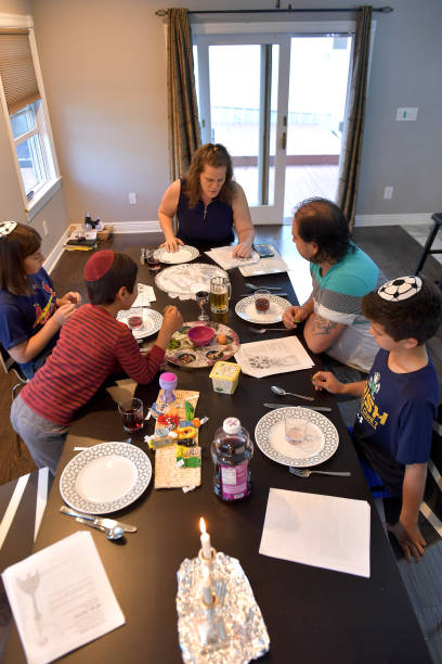 NJ: New Jersey Family Celebrates Passover With Seder Dinner