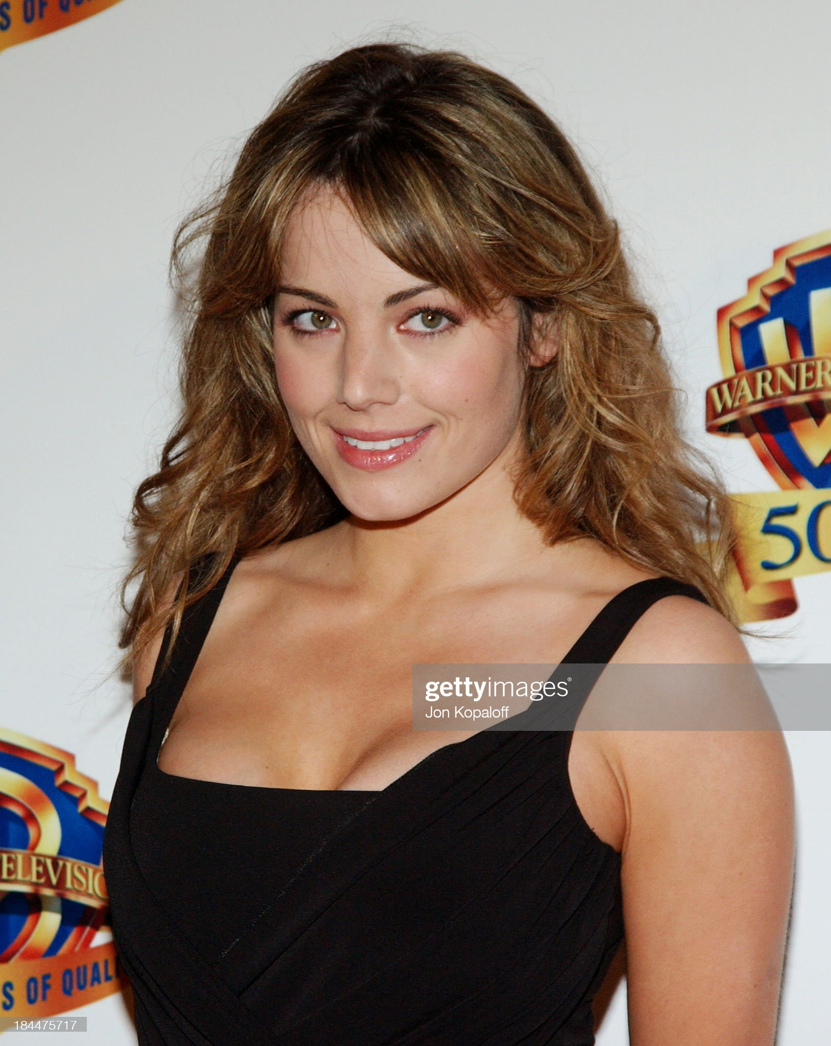Top 80 Famosas Foroalturas Erica-durance-during-warner-bros-television-and-warner-home-video-50-picture-id184475717?s=2048x2048