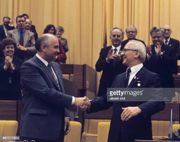Erich Honecker Generalsekretär des ZK der SED und Vorsitzender des Staatsrates der DDR und Michail Gorbatschow Generalsekrertär des ZK der KPdSU...