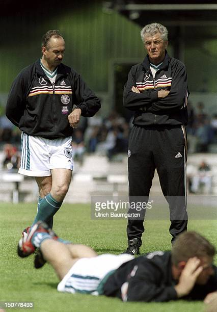 Erich RIBBECK DFBteam manager of the German national team and Uli STIELICKE cotrainer talking to each other during the training in Troisdorf at Bonn