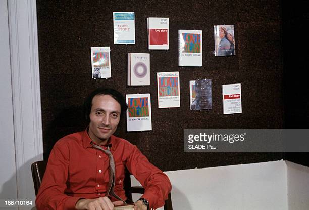Erich Segal Author Of Love Story Aux EtatsUnis en décembre 1970 Erich SEGAL professeur à Yale et écrivain auteur du livre 'Love Story' portant une...