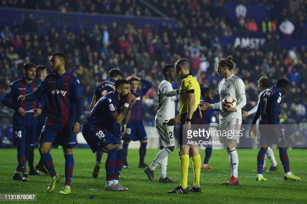 Erick Cabaco of Levante UD argues with the referee Iglesias Villanueva during the La Liga match between Levante UD and Real Madrid CF at Ciutat de...