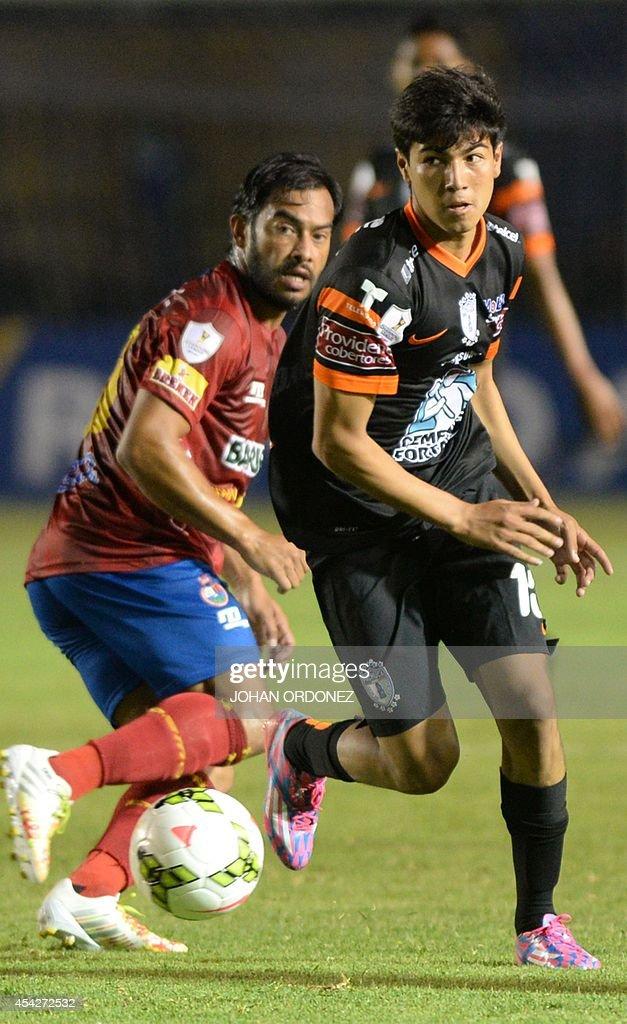 FBL-CONCACAF-MUNICIPAL-PACHUCA : News Photo