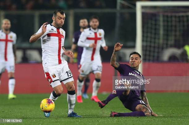 Erick Pulgar of ACF Fiorentina battles for the ball with Goran Pandev of Genoa CFC during the Serie A match between ACF Fiorentina and Genoa CFC at...