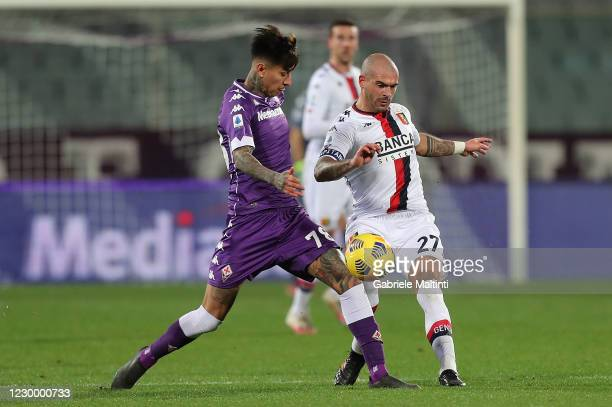 Erick Pulgar of ACF Fiorentina battles for the ball with Stefano Sturaro of Genoa CFC during the Serie A match between ACF Fiorentina and Genoa CFC...